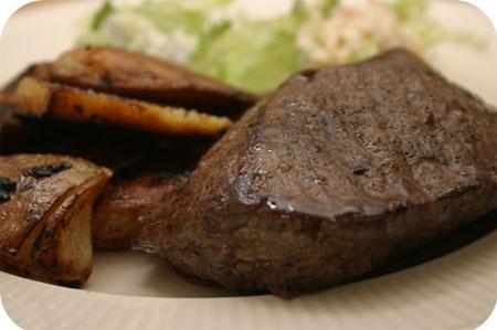 Biefstuk met Aardappeltjes en Sla