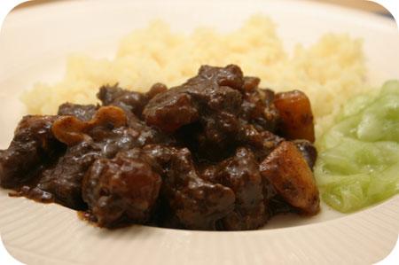 Thais Stoofvlees (Masaman Curry) met Zoetzure Komkommer