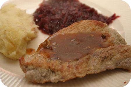 Rode Kool met Schnitzel en Jägersaus