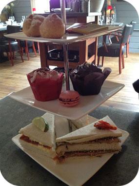 High Tea bij 't Jagershuys in Zeist zoete hapjes en sandwiches