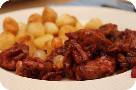 Kip met Champignons en Spek in Rode Wijnsaus