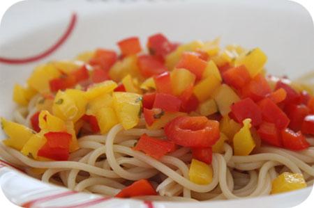 Spaghetti met Rode en Gele Paprika