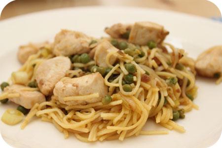 Pad Thai Noodles met Kip en Doperwten
