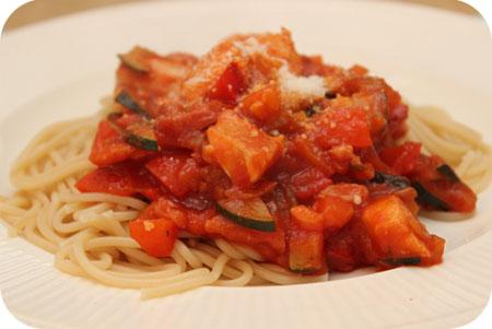 Spaghetti met Kipfilet, Courgette en Tomatensaus