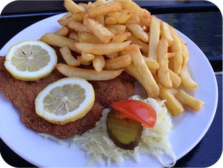 Friture Delnoye in Vaals wienerschnitzel schotel