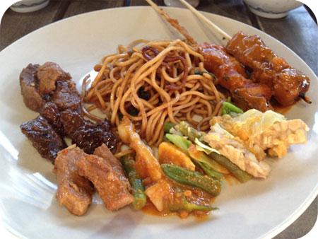 Jakarta Going in Vaals rijsttafel bord