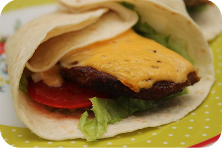 Tortilla Wraps met Cheeseburger