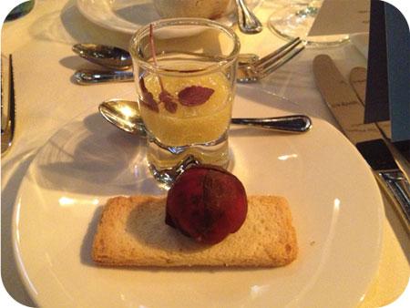 NS Publieksprijs Diner De amuse: 'canapé met een bonbon van rode biet gevuld met couscous, granaatappel en Texelse geitenkaas