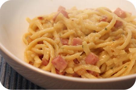Käse Spätzle met Ham en Ui