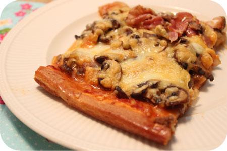 Pizza Gehakt met Paddenstoelen en Kaas