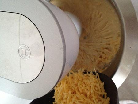 kaas erdoor Hartige Cake met Tomaat, Mozzarella en Basilicum