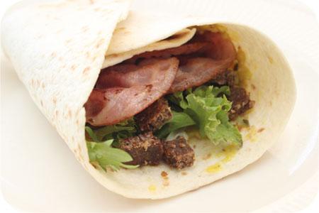 Wraps met Piccalilly, Ontbijtspek en Roggebrood