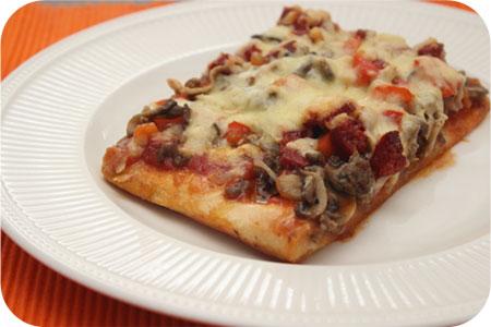 Pizza Gehakt met Champignons, Paprika en Chorizo