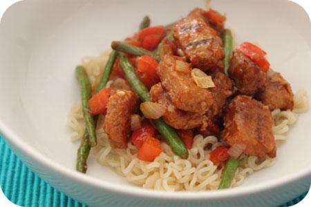Vega: Noodles met Wokblokjes, Paprika en Sperziebonen