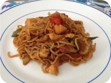 Noodles met Kip, Groenten en Hoisinwoksaus
