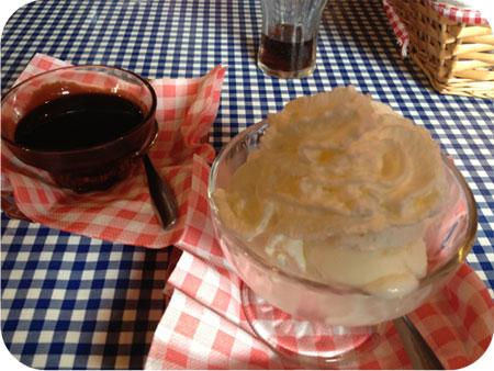 Sara's Pannenkoekenhuis in Eenrum ijs met chocoladesaus