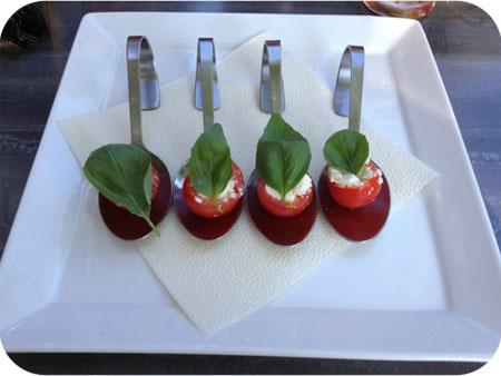 De IJsherberg in Dokkum amuse cherrytomaat feta