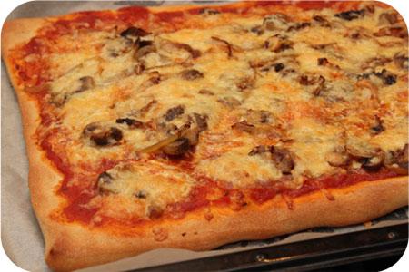 Pizza met Champignons en Pancetta