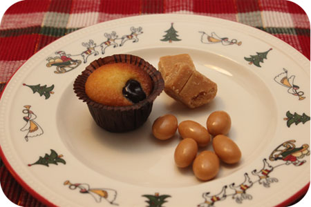 amandelcakejes met amarenekers, zeezout & karamel amandelen en zachte maple fudge albert heijn