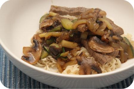Noodles met Rosbief, Courgette en Champignons