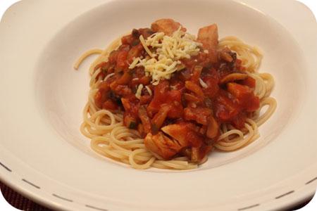Spaghetti met Kipfilet,Courgette en Champignons in Tomatensaus