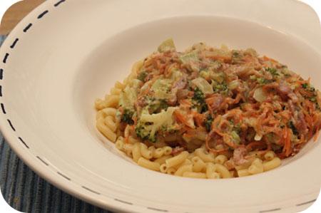Macaroni met Broccoli, Worteltjes en Spekjes