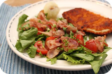 Salade met Ontbijtspek en Tomaatjes