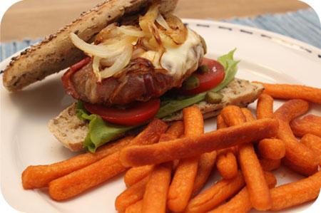 Broodje Hamburger met Groentefriet