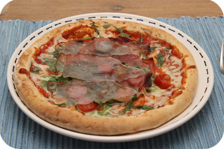 C1000 Pizza rauwe ham, rucola, spinazie, tomaat,