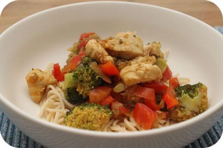 Noodles met Kip en Broccoli in Babi Panga saus