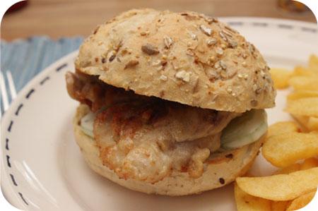 Broodje Kipburger met Tzazikisaus
