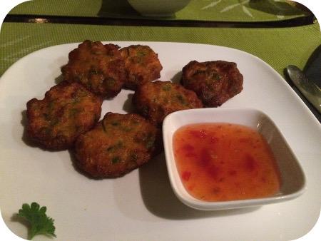Nok's Kitchen in Ede Tod man plaa Thaise viskoekjes met chili saus