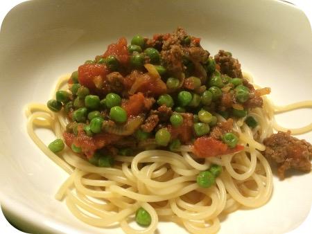 Spaghetti met Gehakt en Doperwten in Tomatensaus