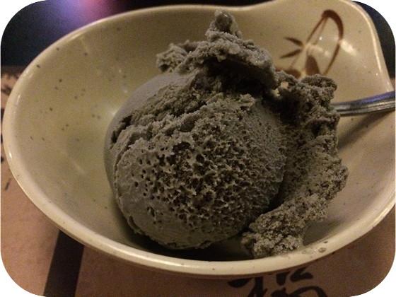 Kiyoshi in Veenendaal zwarte sesam ijs