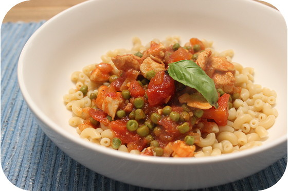 Macaroni met Kipfilet en Doperwten in Tomatensaus