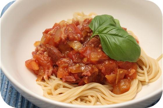 Spaghetti met Salami, Spek en Tomatensaus