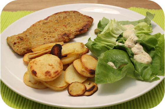 Sateschnitzel met Gebakken Aardappeltjes en Sla
