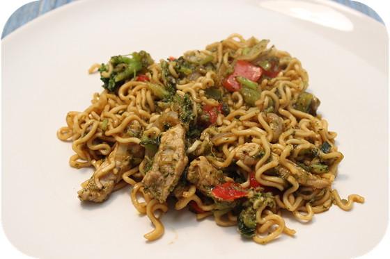 Noodles met Broccoli en Teriyakisaus
