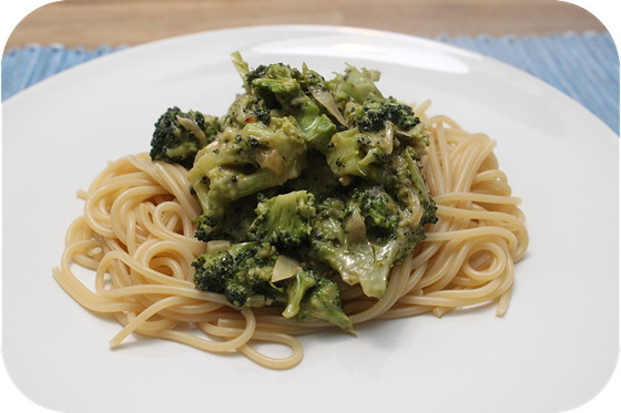 Spaghetti met Broccoli in Pestoroomsaus