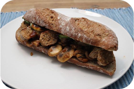 Broodje Braadworst met Champignons