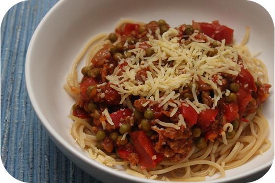 Pasta met Doperwten en Paprika in Tomatensaus