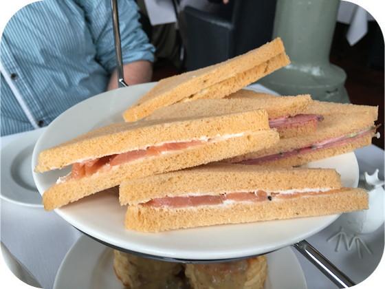 Paas High Tea bij Residence Rhenen sandwiches zalm, pastrami, scharreleisalade