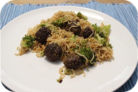 Noodles met Broccoli en Oosterse Gehaktballetjes