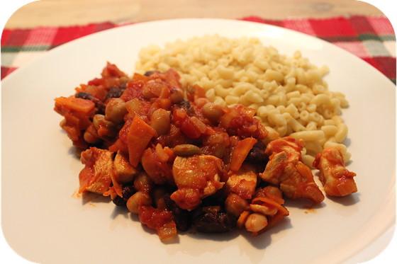 Macaroni met Kipfilet in Bonensaus