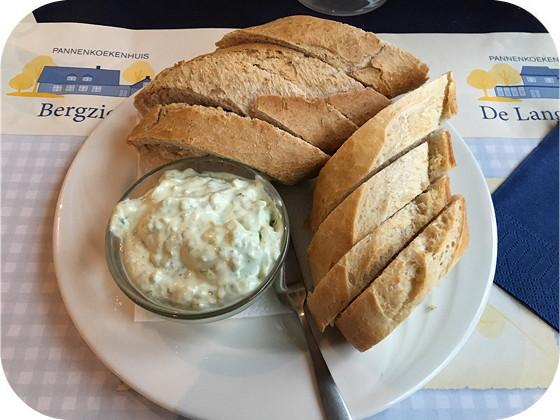 De Bijenmarkt - Veenendaal brood met kruidenkaas