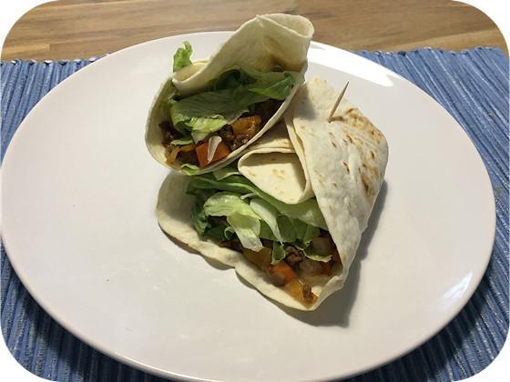 Wraps met Gehakt, Paprika, Wortel en Chinese Saus