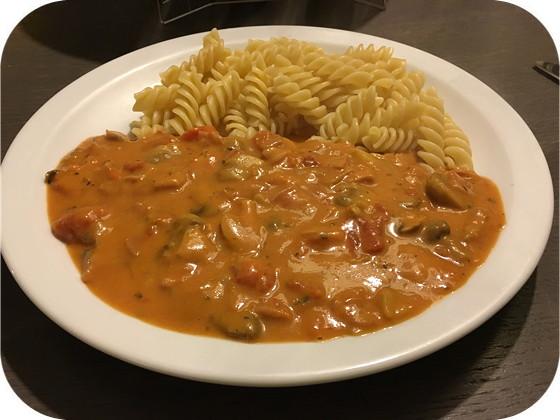 Pasta met Champignons en Ham in Romige Tomatensaus