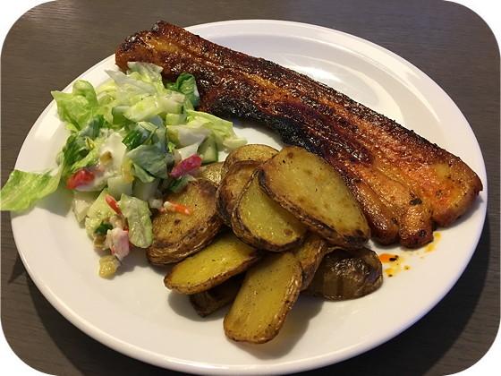 Speklapje met Salade en Gebakken Aardappels