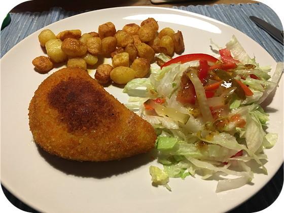 Kip Cordon Bleu met Salade en Gebakken Aardappeltjes