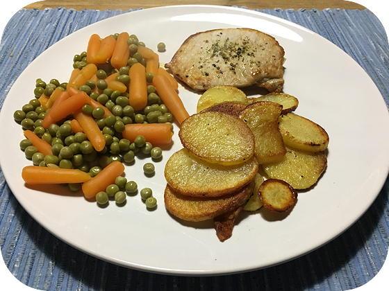 Doperwten met Wortels, Gebakken Aardappels en Varkensfiletlapje